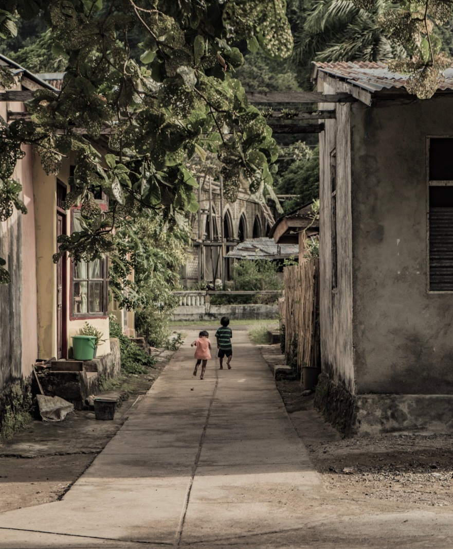 Kids playing in the streets of Pulau Bandaira